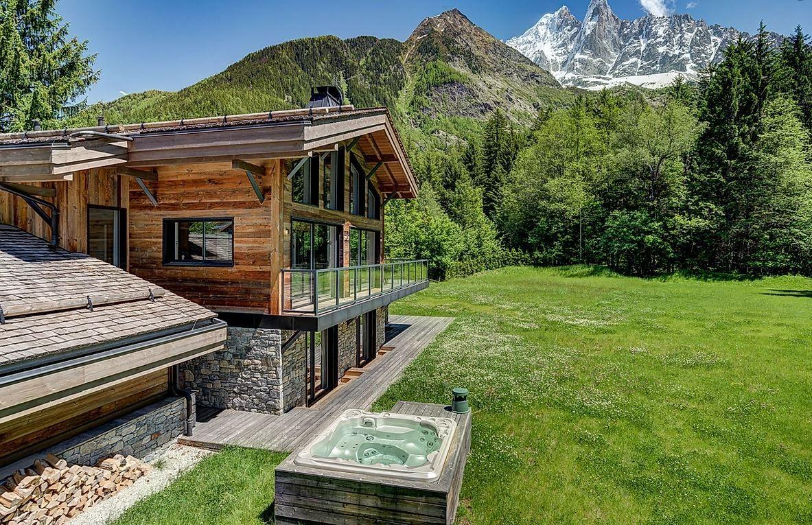 Chamonix, luxury chalet Chamonix, chalets in the alps with a hot tub